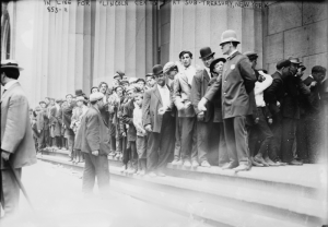 People lining up to buy the new lincoln cent